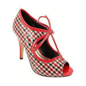 Bu ayakkabılarla seksi görünmemeniz mümkün değil. Top Shop, 109 YTL